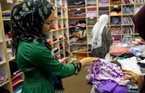 Mahum Tahir, 14, picks out scarves at Al-Anwar in Anaheim. Muslim ladies craving stylish however conventional attire get a hand from neighborhood designers that providing to trend-conscious ladies who would you like to follow Islam.